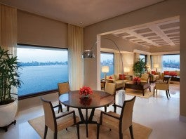 THE DININg ROOM Of THE KOHINOOR SUITE AT THE OBEROI