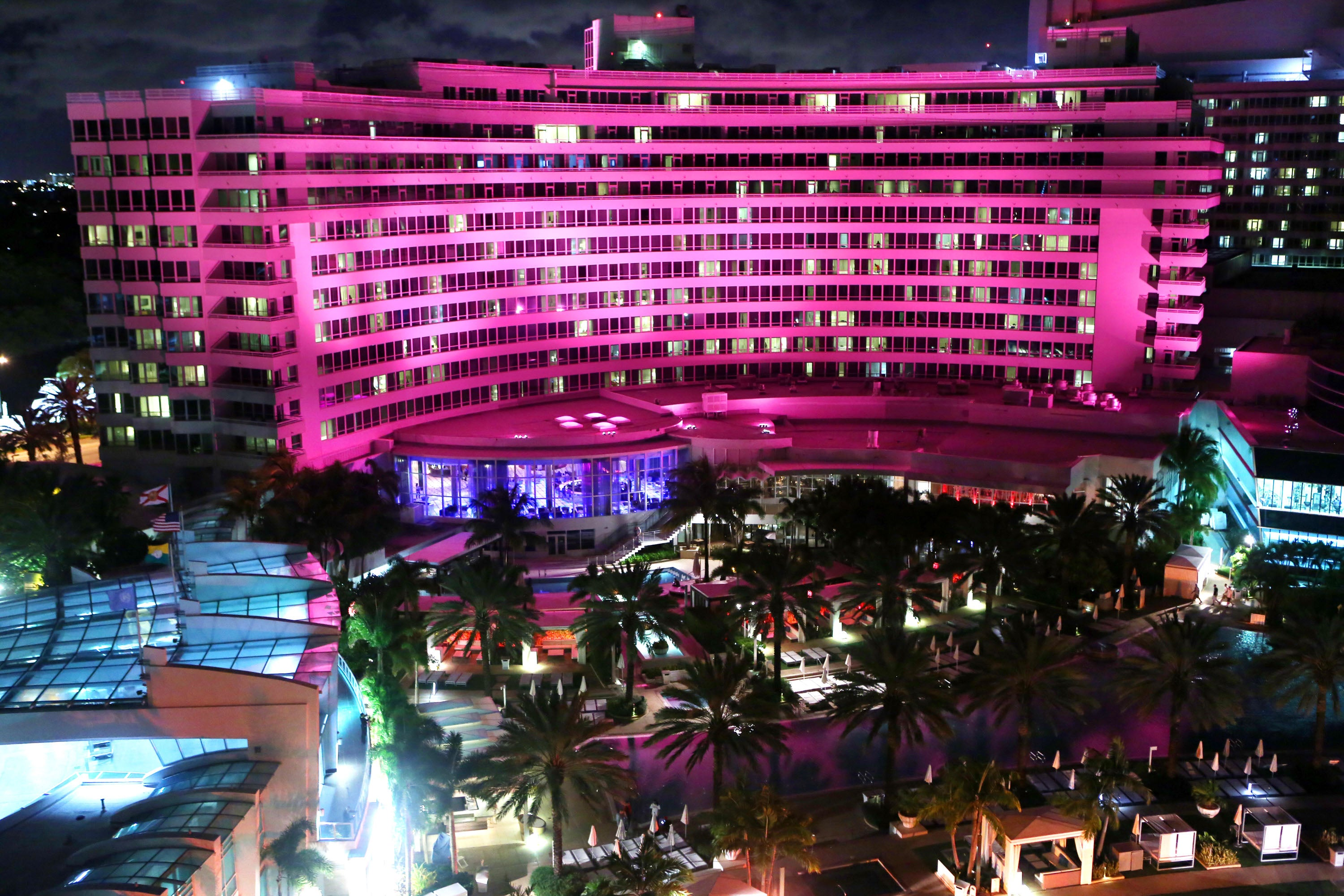 Fontainebleau Miami Beach Supports Breast Cancer Reasearch